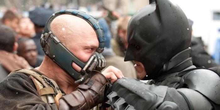 """Tom Hardy es Bane, el musculado villano de """"El Caballero Oscuro: la leyenda renace"""""""