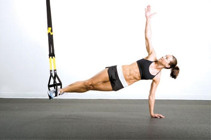 Aprende los movimientos del entrenamiento en suspensión con la ayuda de un profesional