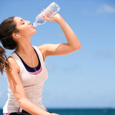 Cómo Mantenerse Hidratado durante los Entrenamientos en Verano