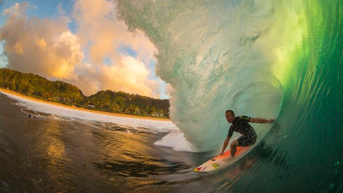 Calentamiento de caderas para practicar surf